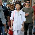 Selena Gomez se balade avec des amis dans les rues de New York, le 4 septembre 2017.