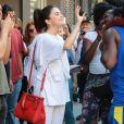 Selena Gomez va à la rencontre des ses fans pendant sa séance de shopping à New York City, New York, Etats-Unis, le 4 septembre 2017.