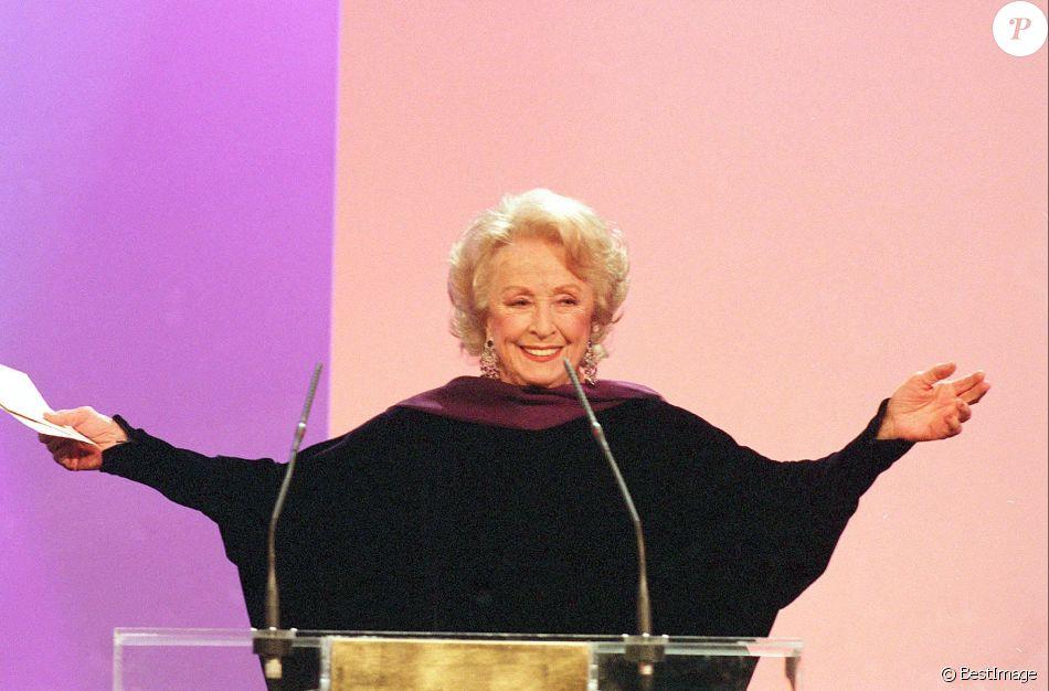 Danielle Darrieux à la cérémonie des César, le 3 mars 2002.