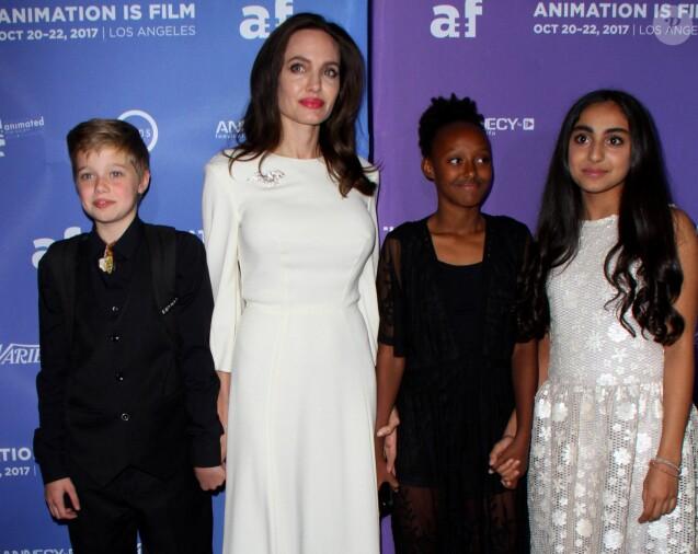 "Shiloh Jolie-Pitt, sa mère Angelina Jolie, Zahara Jolie-Pitt, Saara Chaudry lors de la première de ""The Breadwinner "" au TCL Chinese à Los Angeles le 20 octobre 2017. © AdMedia via ZUMA Wire / Bestimage"