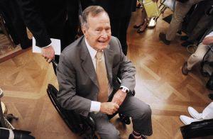 George Bush agresse sexuellement une actrice depuis sa chaise roulante