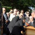 Dominique Lavanant, Line Renaud, Dominique Besnehard lors de l'inhumation de Danielle Darrieux au cimetière de Marnes la Coquette le 25 octobre 2017.
