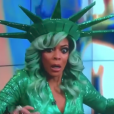 """Wendy Williams s'effondre en direct lors du ""Wendy Williams Show"" sur la FOX, le 31 octobre 2017."""