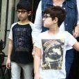 Exclusif  - Eddy et Nelson, les jumeaux de Céline Dion à la sortie de l'hôtel Royal Monceau à Paris le 1er aout 2017.
