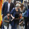 Exclusif - Nelson et Eddy Angélil, les jumeaux de Céline Dion se promènent avec leurs deux nounous, leurs deux gardes du corps et leur chauffeur à Paris le 29 juin 2016.