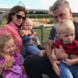 Alec Baldwin avec sa femme Hilaria et leurs trois enfants, Carmen, Rafael et Leonardo. Photo publiée le 14 octobre 2017 sur Instagram.