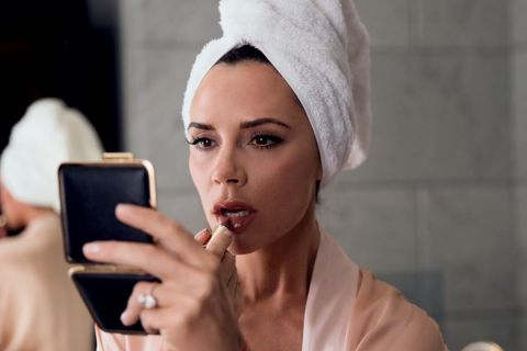 Victoria Beckham : Maquillage, coiffure... sa routine beauté à 1500 euros !