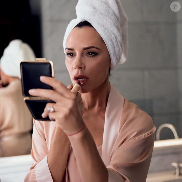 Victoria Beckham en pleine mise en beauté. Septembre 2017.