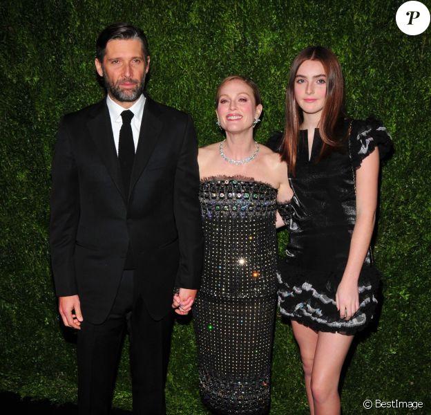 Bart Freundlich, sa femme Julianne Moore et leur fille Liv Freundlich - 10e édition du MoMA Film Benefit en l'honneur de Julianne Moore. New York, le 13 novembre 2017.