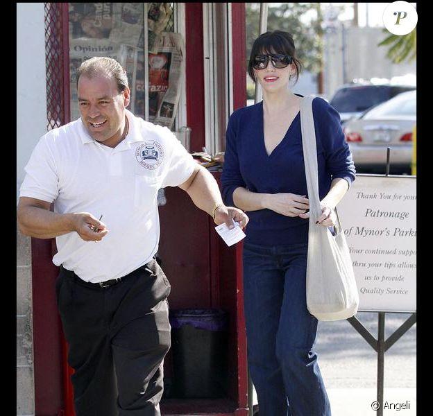 Liv Tyler sort d'un déjeuner dans les rues de Los Angeles