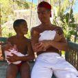 Cristiano Ronaldo pose avec son fils aîné Cristiano Jr et ses jumeaux Eva et Mateo sur Instagram le 4 juillet 2017.