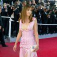 """Clotilde Courau et sa robe sexy à Cannes en 2003."""