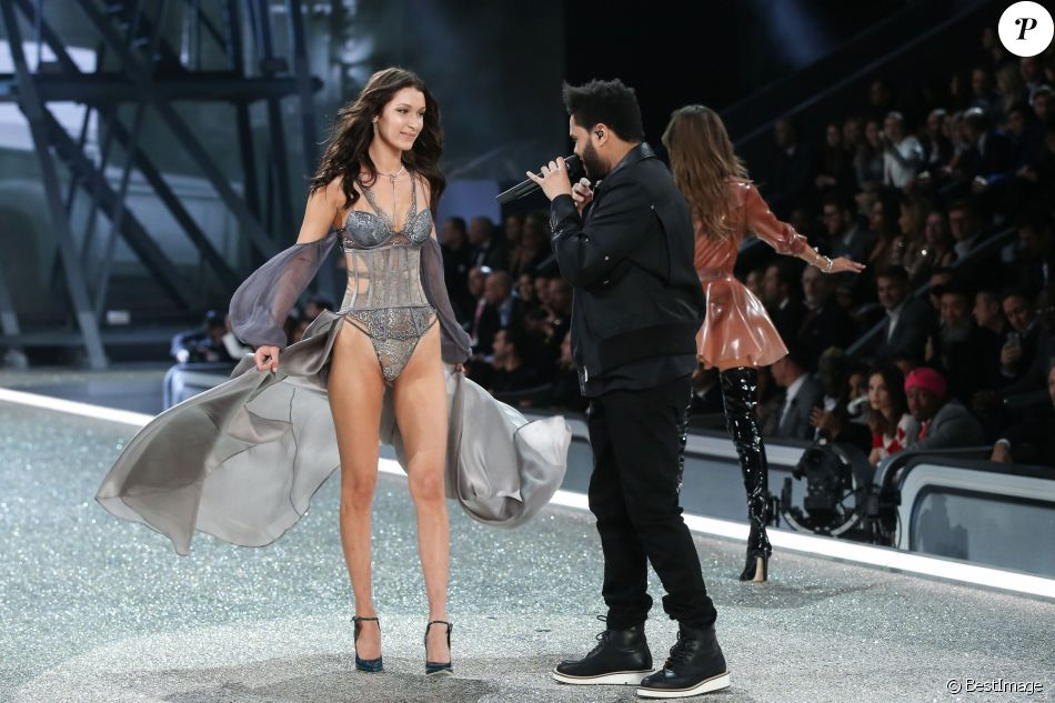 Bella Hadid et son ex-compagnon The Weeknd - Défilé Victoria's Secret Paris 2016 au Grand Palais à Paris, le 30 novembre 2016. © Cyril Moreau/Bestimage