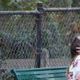 Exclusif - Kellan Lutz et sa fiancée Brittany Gonzales se promènent avec leur chien au parc, Brittany porte sa bague de fiançaille, à Los Angeles le 2 novembre 2017. © CPA/Bestimage