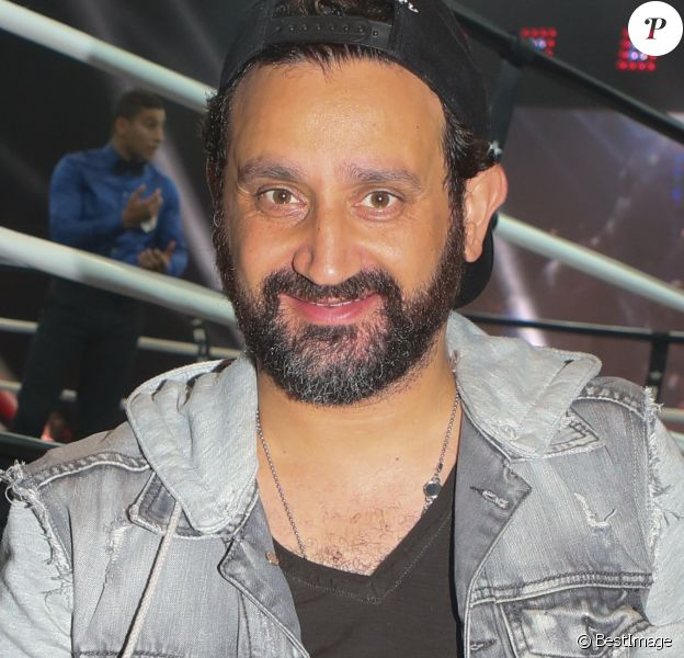 "Cyril Hanouna assiste au combat de boxe ""Tony Yoka - Travis Clarke"" au Palais des Sports de la Porte Versailles à Paris. Cette rencontre était le premier combat pro de Tony Yoka. Il a gagné par KO au 2ème round. Paris, le 2 juin 2017. © CVS/Bestimage  Celebrities at boxing fight ""Tony Yoka vs Travis Clarke"" held at the Palais des Sports de la Porte de Versailles in Paris. It was Tony Yoka's first professional boxing fight. He won by KO during the 2nd round. Paris, June 2nd, 2017.02/06/2017 - Paris"