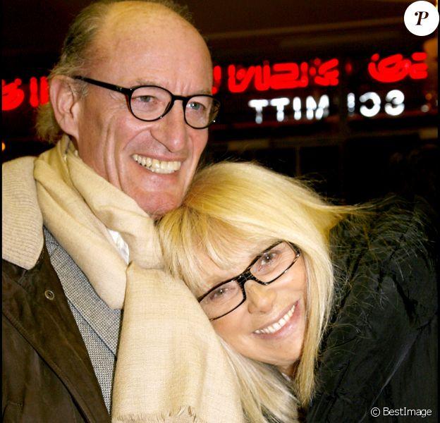 Mireille Darc et son mari Pascal Desprez - Générale de la pièce La Tectonique des sentiments à Paris le 18 février 2008