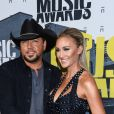 """""""Jason Aldean et sa femme Brittany Kerr, alors enceinte de leur fils Memphis, lors des CMT Music awards' au Music City Center à Nashville le 7 juin 2017."""""""