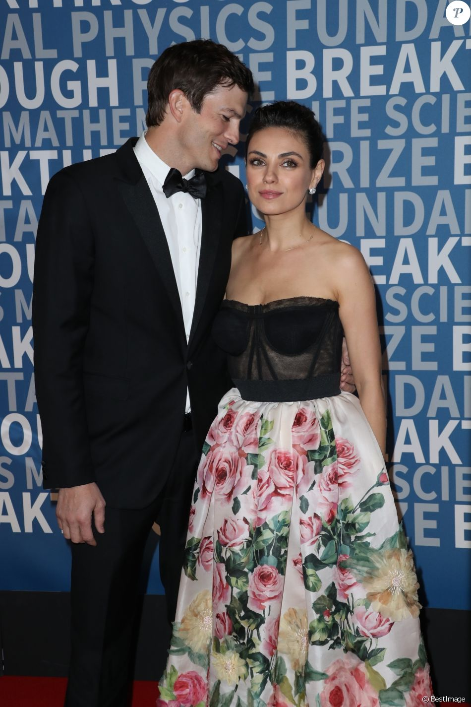 Ashton Kutcher et sa femme Mila Kunis à la 6ème cérémonie Breakthrough Prize au NASA Ames Research Center à Mountain View, le 3 décembre 2017