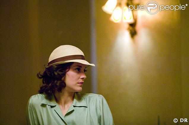 """Marion Cotillard, sublime en gravure des années trente, est Billie Frechette, dans """"Public Enemies"""" de Michael Mann, dans les salles françaises le 24 juin !"""
