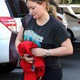 Exclusif - Hilary Duff se rend dans un salon de coiffure pour bien commencer la semaine à Los Angeles, le 4 décembre 2017.