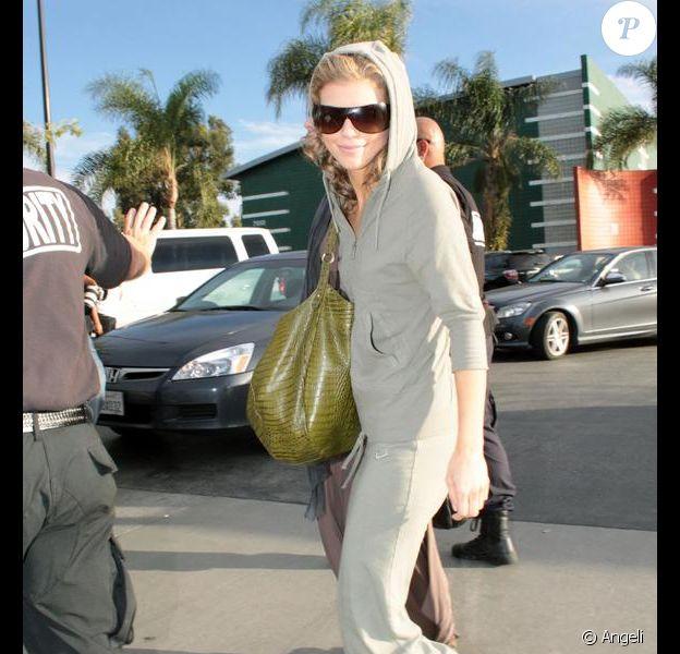 Annalynne McCord venant juste d'achever une journée de tournage de la série Beverly Hills le 3 mars 2009 est en mode jogging