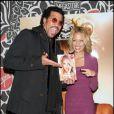 Nicole et son daddy lors du lancement de son livre The Truth About Diamonds le 10 novembre 2005