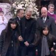 Laeticia Hallyday, Jade et Joy embrassent le cercueil de Johnny Hallyday à Paris, le 9 décembre 2017.