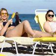 Iskra Lawrence profite d'une journée ensoleillée sur la plage de Miami, le 11 décembre 2017.
