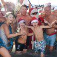 Environ 200 personnes se sont jetées à la mer à l'occasion du 73ème Bain de Noël sur la plage du Ruhl à Nice en présence du maire Christian Estrosi. 86 roses blanches ont été jetées a l'eau pour rendre hommage aux victimes de l'attentat du 14 Juillet 2016. Nice le 17 décembre 2017. © Lionel Urman/Bestimage