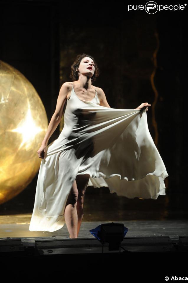 Jeanne Balibar lors du spectacle Le Soulier de satin mis en scène par Oliver Py au théâtre de l'Odéon à Paris le 4 mars 2009