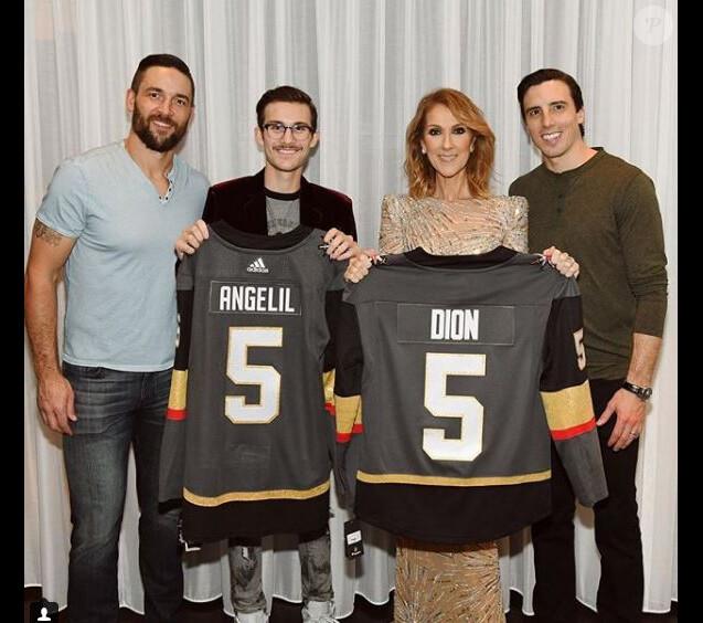 Céline Dion et son fils René-Charles, avec un nouvelle moustache, ont reçu la visite de joueurs de hockey de l'équipe des  Vegas Golden Knights, à Las Vegas, le 19 novembre 2017.