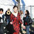 Milla Jovovich au défilé Dior lors de la Fashion Week à Paris