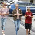 Reese Witherspoon et ses enfants Ava et Deacon mangent une glace à Brentwood le 27 juin 2015
