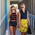 Reese Witherspoon a accompagné sa fille Ava Phillippe faire une prise de sang à l'hôpital à Santa Monica, le 14 août 2015.