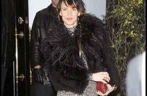 Eva Longoria : très élégante, elle fait la promo de son resto... non stop !
