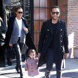 John Legend, Chrissy Teigen enceinte et leur fille Luna à New York. Le 13 décembre 2017.