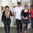 Kim Kardashian, son frère Rob Kardashian et Blac Chyna à Beverly Hills, le 26 avril 2016.