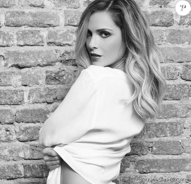 Clara Morgane souhaite une bonne fin d'année à ses abonnés sur Instagram avec une photo sexy, le 29 décembre 2017.