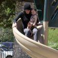 La comédienne Soleil Moon Frye et ses enfants, au Coldwater Park, à Los Angeles, le 8 mars 2009.