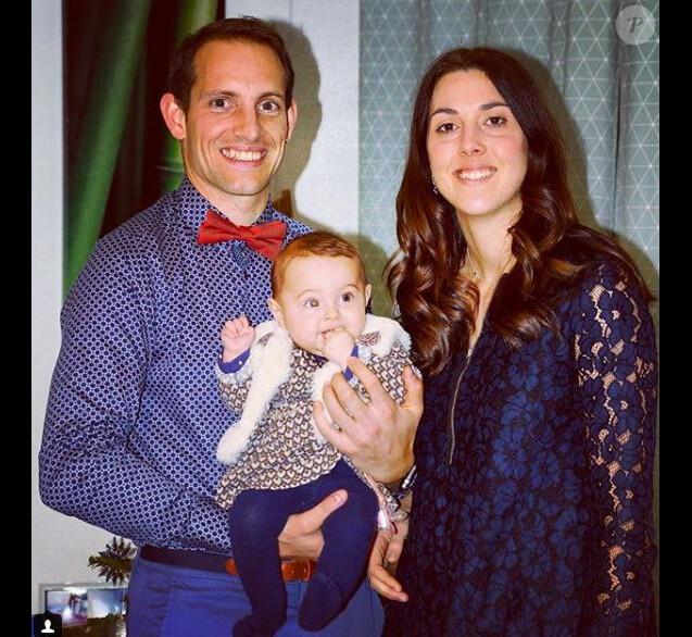 Renaud Lavillenie et sa compagne Anaïs Poumarat - Premières fêtes de fin d'année avec leur fille Iris, 5 mois. Instagram le 31 décembre 2017.