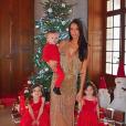 Jade Lagardère et ses trois enfants fêtent Noël. Décembre 2017.