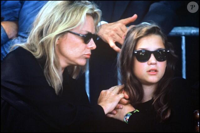 France Gall et sa fille Pauline aux obsèques de Michel Berger, en 1992 à Paris