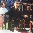 France Gall avec sa fille Pauline et son fils Raphael aux obsèques de Michel Berger, en 1992 à Paris