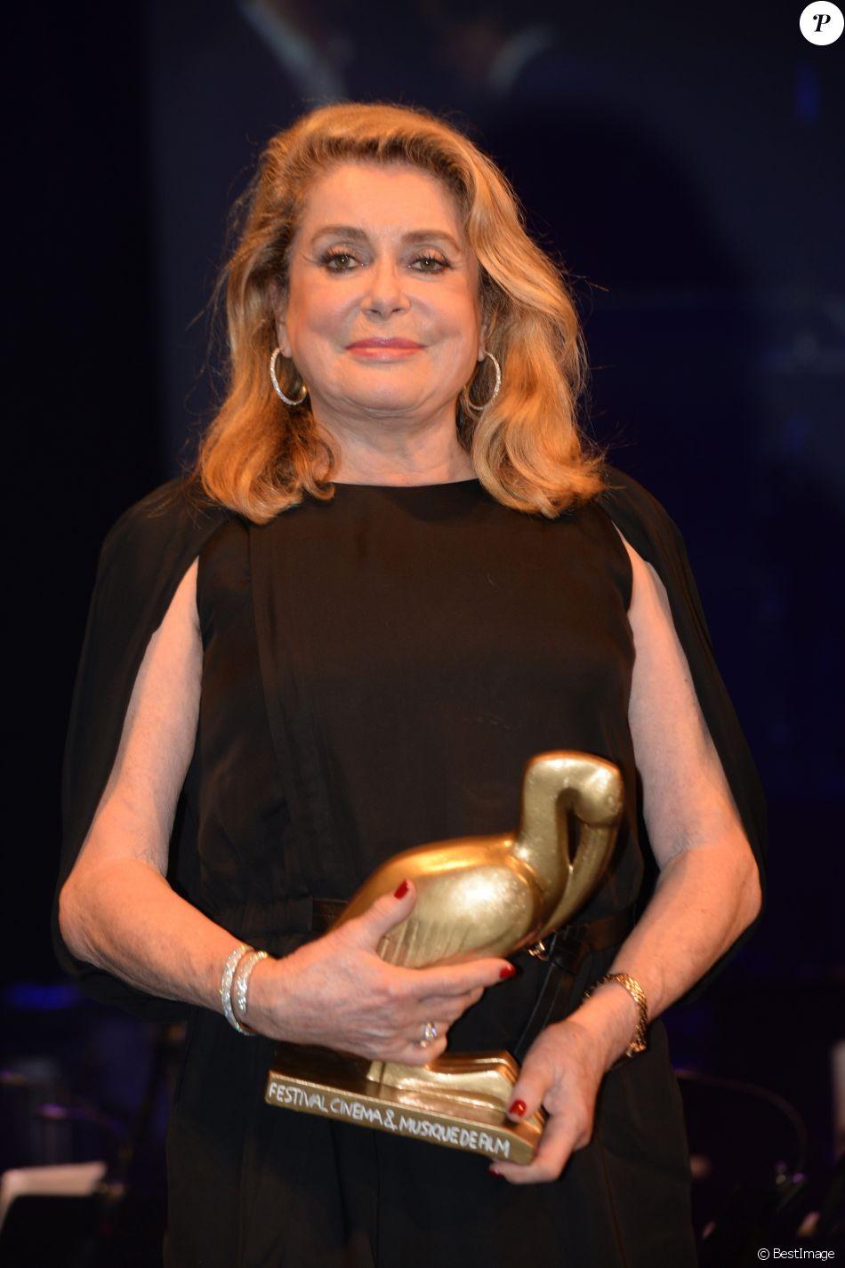 Catherine Deneuve remporte un Ibis d'or d'honneur - Cérémonie de clôture de la 4ème édition le Festival du Cinéma et Musique de Film de La Baule le 12 novembre 2017. © Rachid Bellak/Bestimage