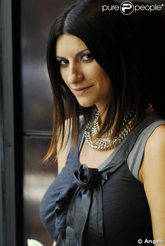 La belle chanteuse italienne laura pausini - Les plus belles douches italiennes ...