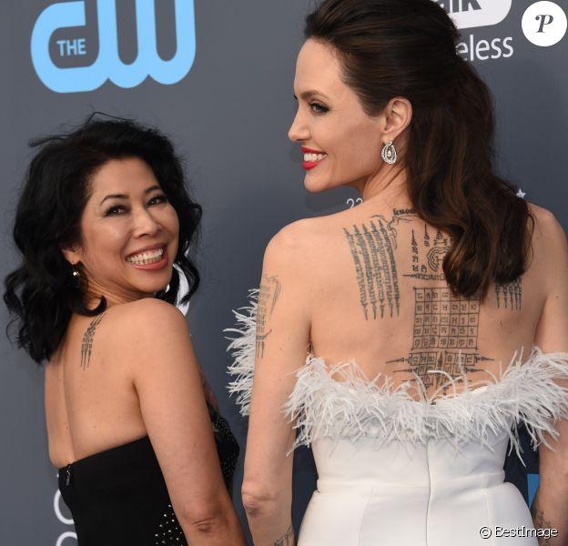 """Angelina Jolie, Loung Ung lors des """"23ème Critics Choice Awards"""" au Barker Hangar à Los Angeles, le 11 janvier 2018. © Chris Delmas/Bestimage"""