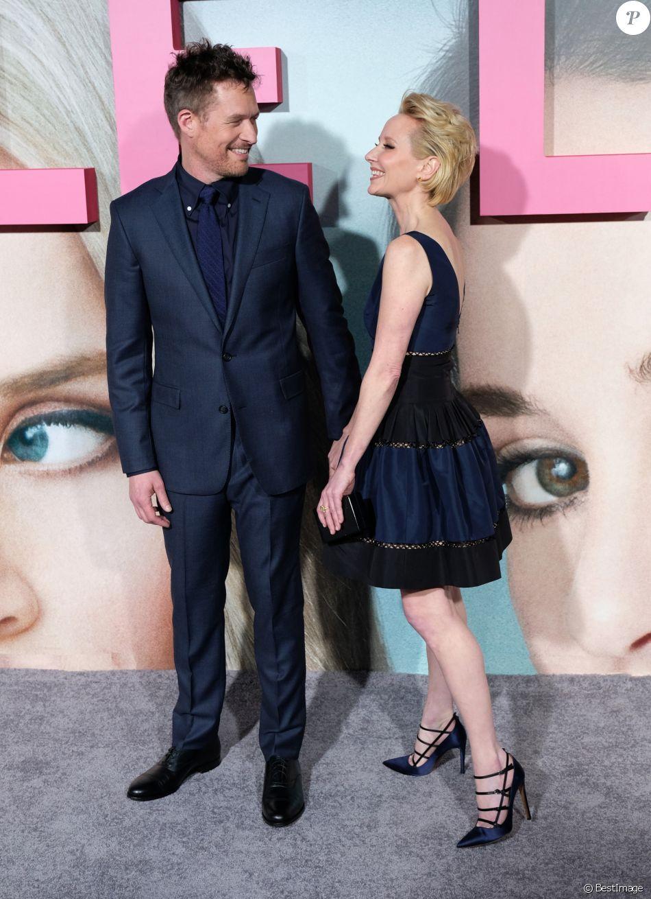 Anne Heche et son compagnon James Tupper à la première de la série 'Big Little Lies' au théâtre Chinois à Hollywood, le 7 février 2017