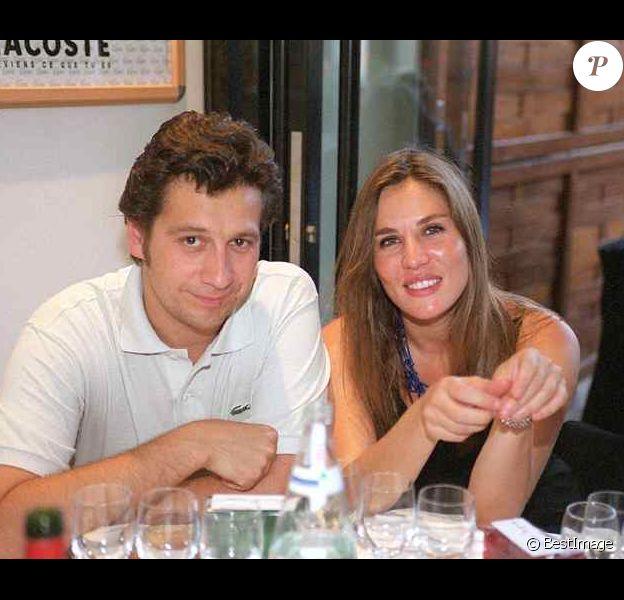 mathilde Seigner et Laurent Gerra en 2001 à Roland-Garros à Paris.