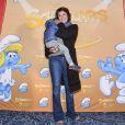 """Exclusif - Carole Rousseau et son fils Vittorio à la première du spectacle """"Les Schtroumpfs"""" aux Folies Bergère à Paris, le 20 octobre 2016. © Pierre Perusseau/Bestimage"""
