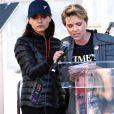 """Mila Kunis , Scarlett Johansson - Les célébrités lors des manifestations géantes aux États-Unis pour la 2e """"Marche des femmes"""" anti-Trump à Los Angeles le 20 janvier 2018.  Celebrities at the 2018 Women's March held in Los Angeles on January 20, 201820/01/2018 - Los Angeles"""